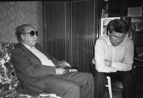 Виктор Першин (слева) и эсперантист, исследователь творчества Ерошенко Анатолий Масенко. Кисловодск, 1989 год.jpg