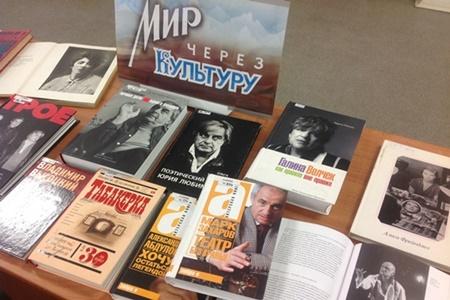 Книжно-иллюстративная выставка в РГБС «По обе стороны кулис» 450.jpg