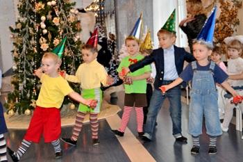 Утренник для детей с ограниченными возможностями «Новогодняя карусель» в РГБС_350.jpg