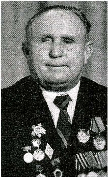 Фотография Михаила Никитовича Анипкина в военной форме с орденами и медалями