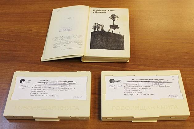 Книжная выставка Славим возрат золотой 630.JPG